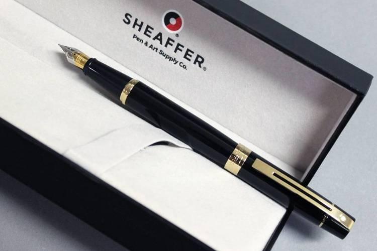 9325 PN Pióro wieczne Sheaffer kolekcja 300, czarne, wykończenia w kolorze złotym