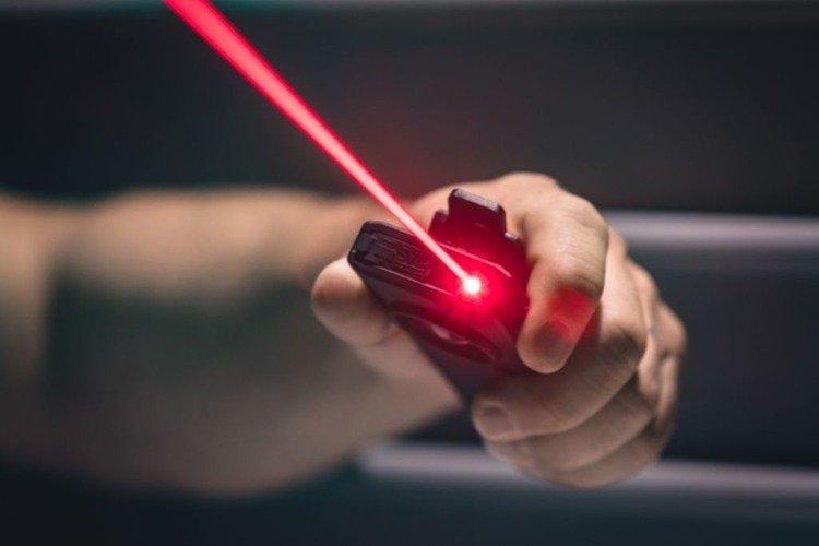 NEBO Latarka z power bankiem i laserem Slim+ 700 lumenów