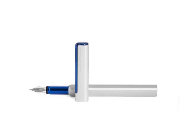 PININFARINA PF ONE pióro wieczne w kolorze srebrnym z niebieskimi elementami